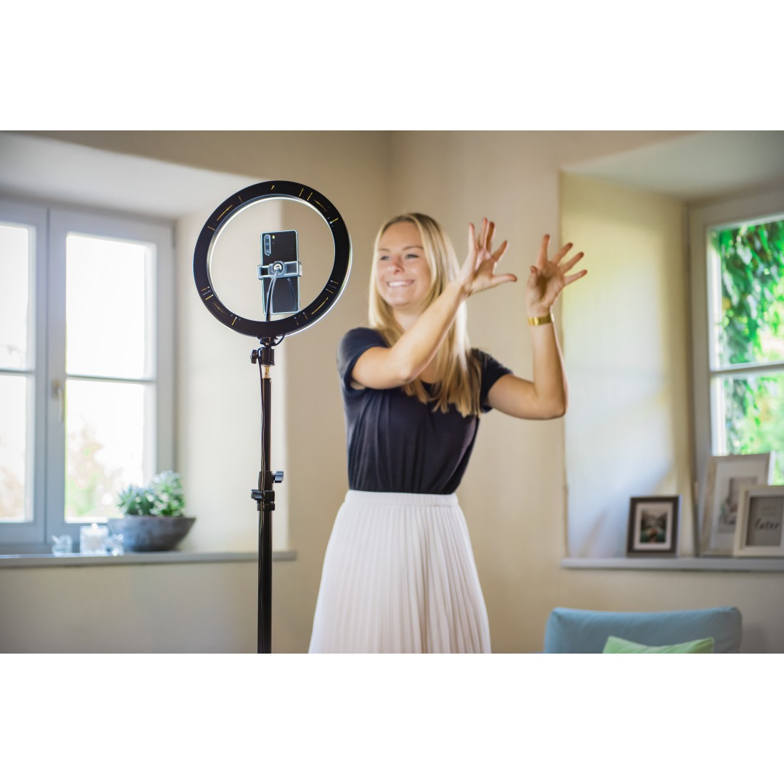 "awx8 High-Res Appliance 8 - Hama, ""SpotLight Steady 120"" LED Ring Light, Set for Smartphone, Tripod, 12"""